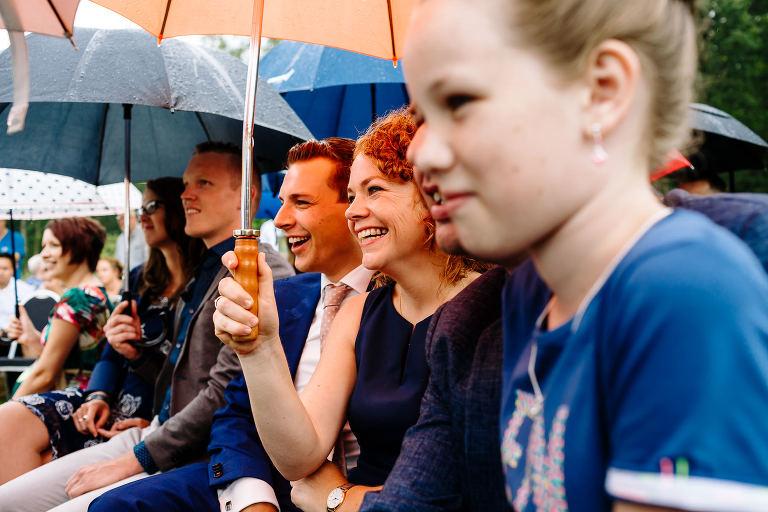 regen tijdens je bruiloft maureen van dijk fotografie 3141(pp w768 h512) - Regen tijdens je bruiloft